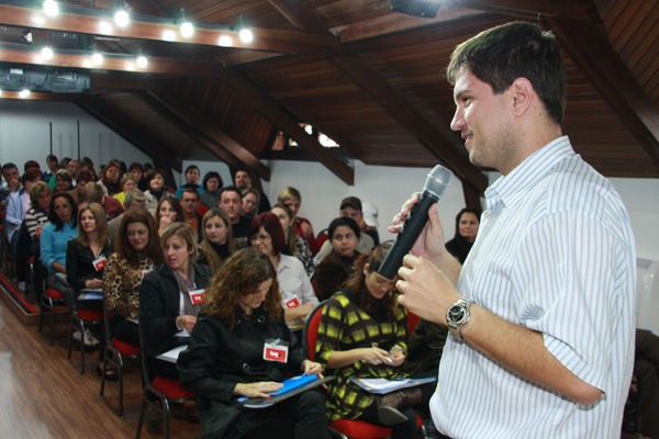 Juliano Hoffmann dá palestra sobre gestão da profissão e administração de pessoas|Marcos Senko