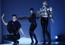 Modelos de Saco Hair no palco do Creative Color International