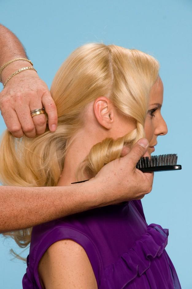 Foto 1: Divida o cabelo de orelha a orelha|Alberto Foco